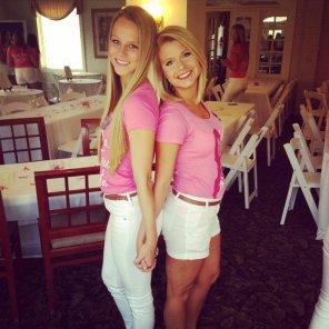 amateur photo Back to back blondes