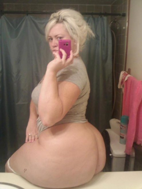 White Girl with a Fat Ass Porn Photo