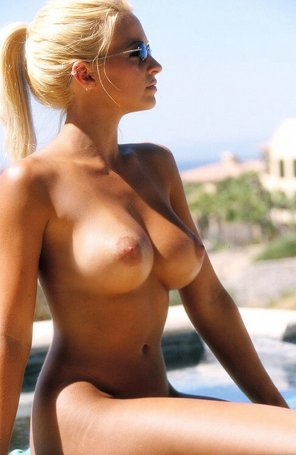 amateur photo Sun bathing blonde