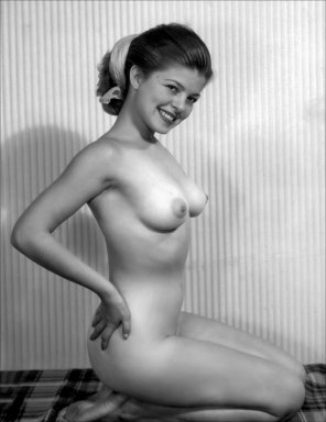 amateur photo Smiling pinup cutie Vivian Gursten