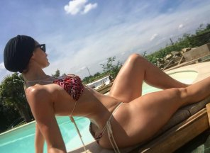 amateur photo Waist to hip ratio poolside
