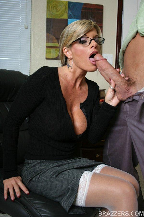 busty milf Porn Pic - EPORNER