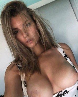amateur photo Big titty hottie