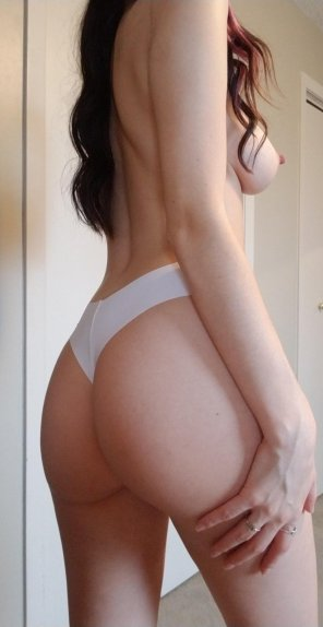amateur photo booty and some side boob