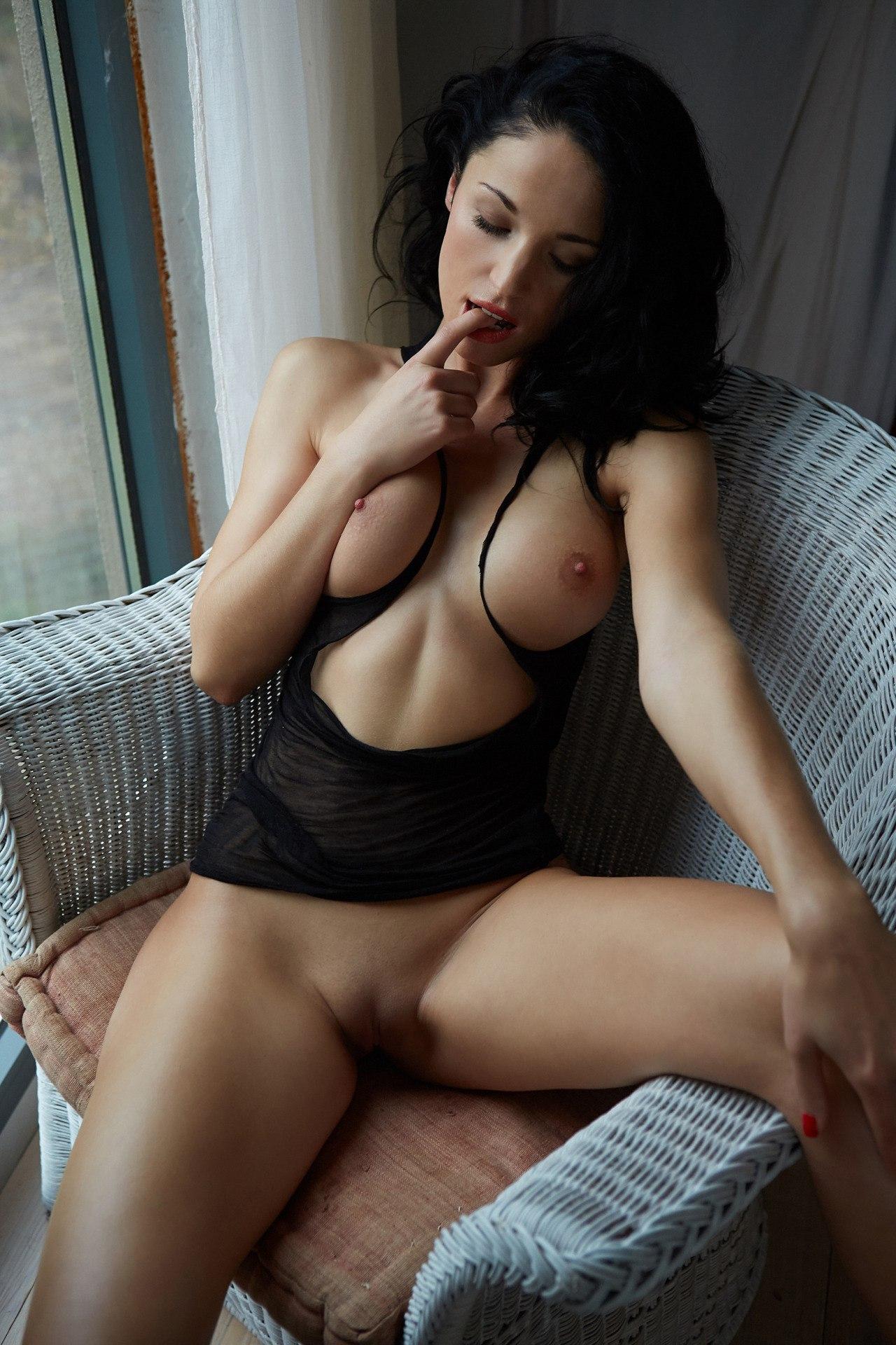 Laura Kaiser Nude