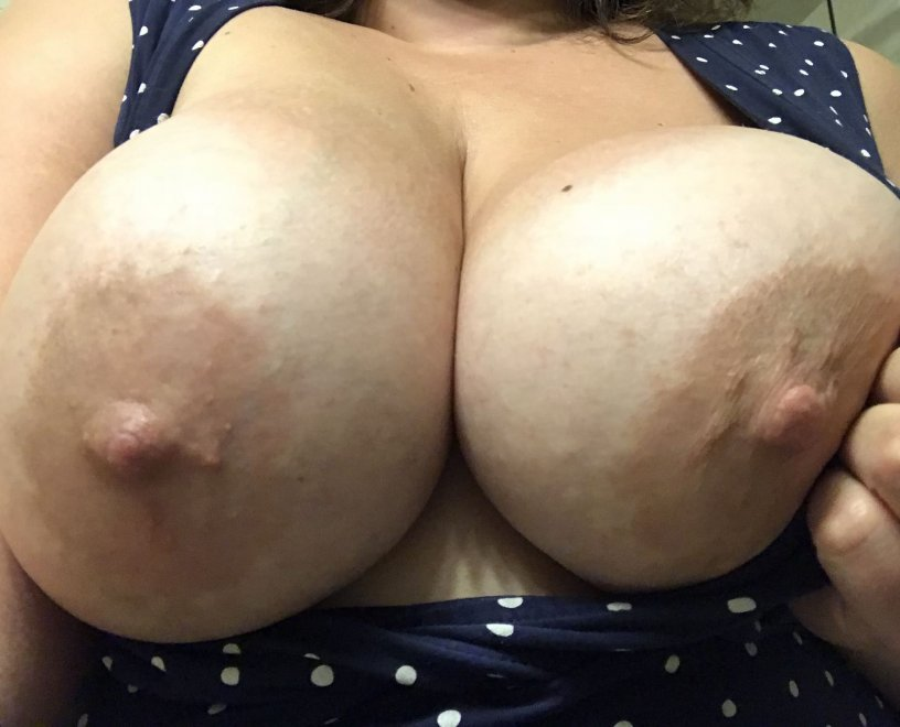 Who wants a peek? Porn Photo