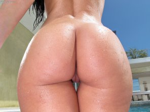 amateur photo Rebeca Linares has a perfect peach