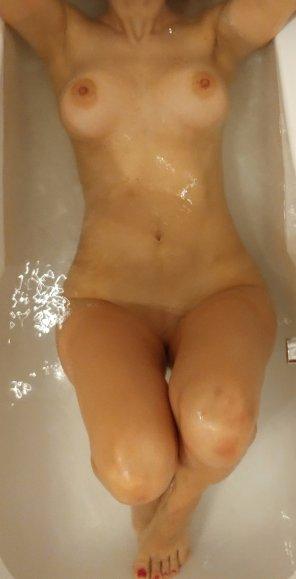 "amateur photo now help me, is it ""having a bath"" or ""taking a bath""?"