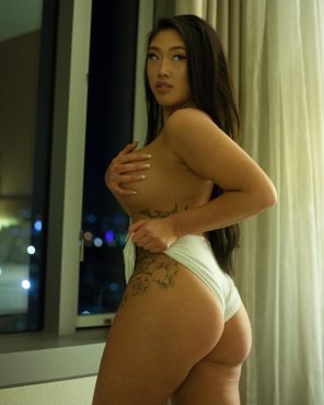 amateur photo Asian curves