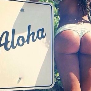 amateur photo Aloha + Booty