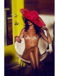 amateur photo Big red hat