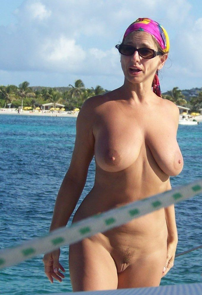 naked amateur milf beach