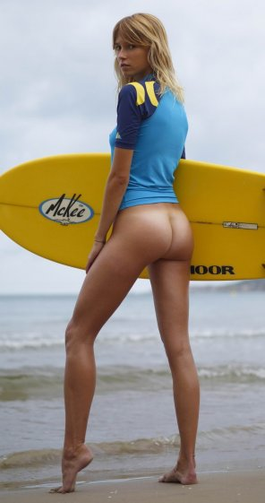 amateur photo Bottomless surfer