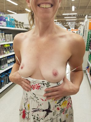 amateur photo 37F boobs while doing some groceries