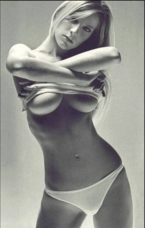 amateur photo boobs tits breast tit boob chest nipple bust uber cleavage boobies