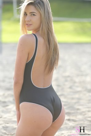 amateur photo swimsuit