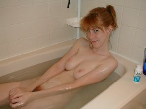 amateur photo Redhead seductress in bath