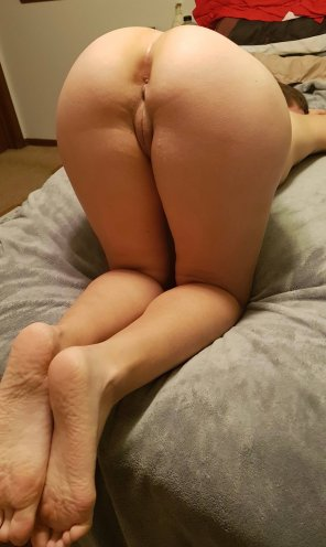 amateur photo Ass up, waiting for you to do your thing [F]