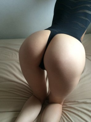 amateur photo Kneeling on the bed