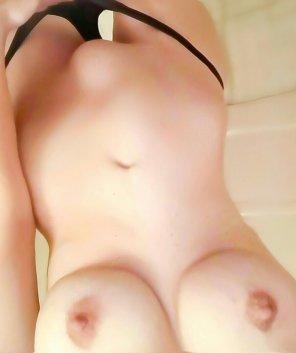 amateur photo upside down boobies! ;)