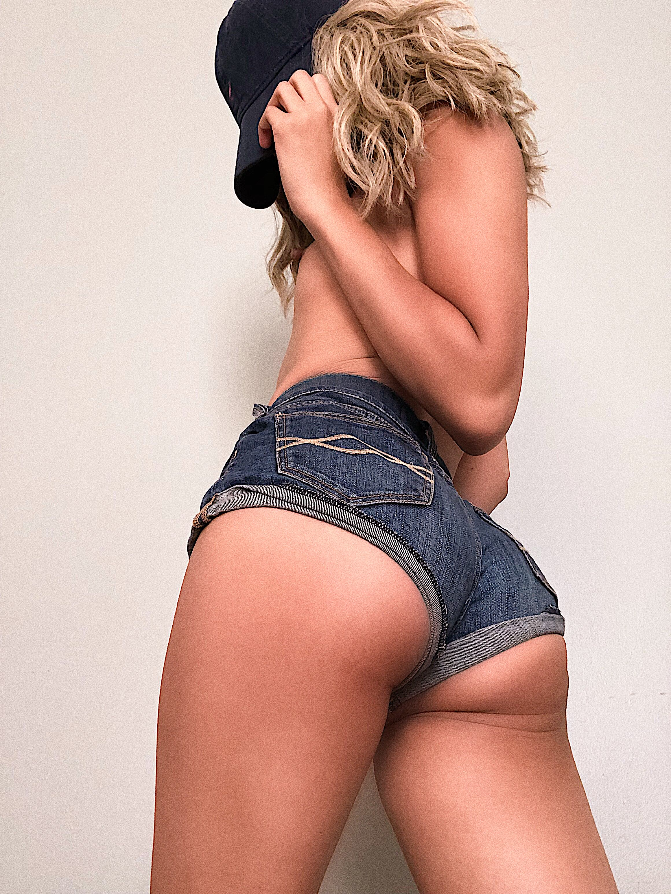 daisy dukes and ass cheeks Porn Pic - EPORNER