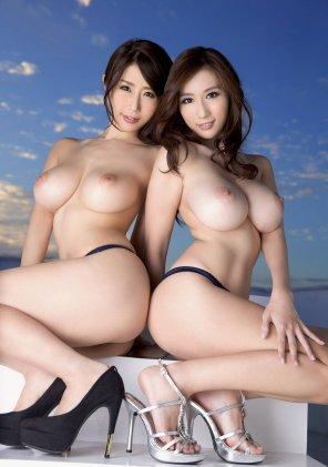 amateur photo Ayumi Shinoda & Julia Boin