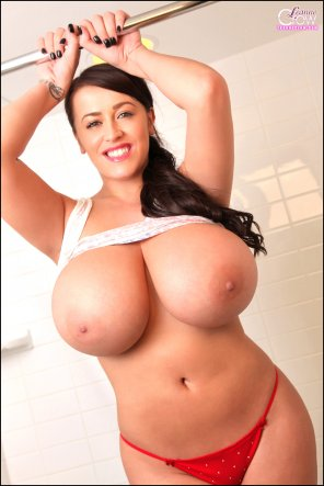 amateur photo Shower time with Leanne Crow