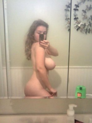amateur photo Teen mirror selfie in the shower