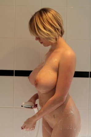 amateur photo Blonde in the shower