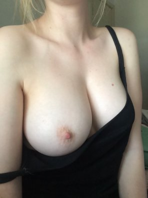 amateur photo PictureFlasing one boob