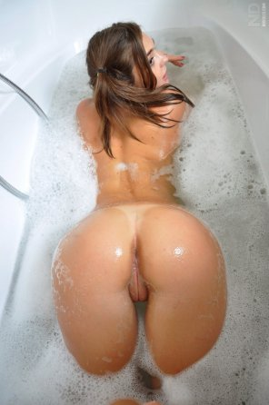amateur photo In the tub.