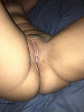 amateur photo [F] cum on my pussy so I can rub it in!