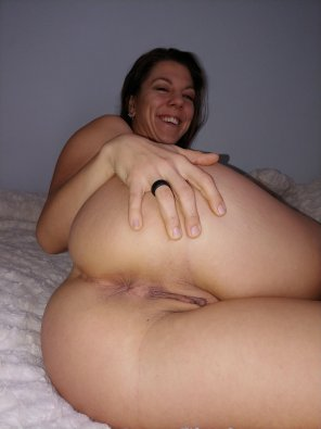 amateur photo [F] Genuine smiles and laughs aren't always cute