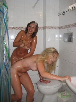 amateur photo Blonde vs brunette double pleasure
