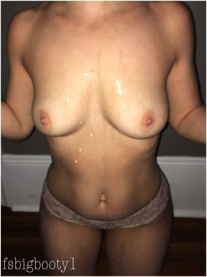 amateur photo [F] Messy, more appropriate in this sub