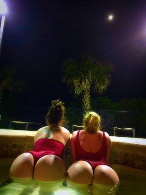 amateur photo Jacuzzi booties