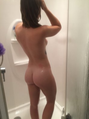 amateur photo Quick shower photo [F,20]