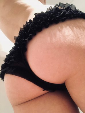 amateur photo So I've worked out lace is a hit, but how do you [f]eel about frills?
