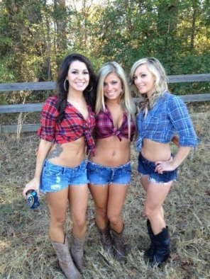 amateur photo Three Country Girls