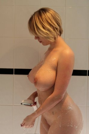 amateur photo Blonde milf in the shower