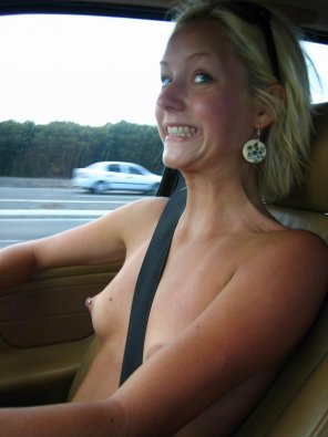 amateur photo Topless in her car