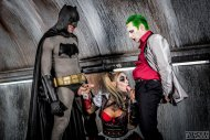 amateur photo Batman and The Joker get blown by Harley Quinn