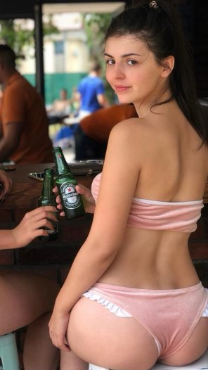 amateur photo Heineken + nice ass