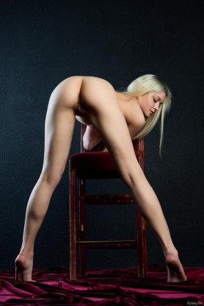 amateur photo Straight leg bend