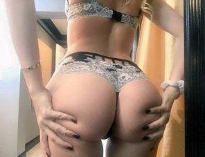amateur photo grabbing her ass