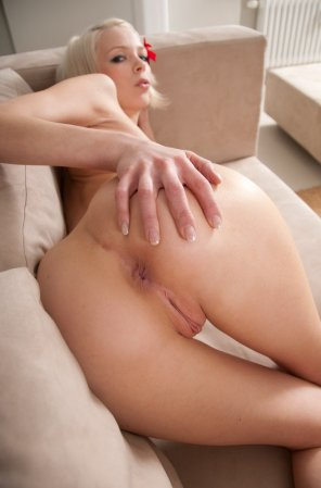 amateur photo Happy to show you her hole