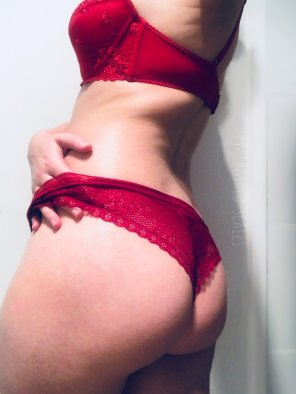 amateur photo Red lace means [f]risky business 😋
