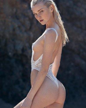 amateur photo Alexa Reynen