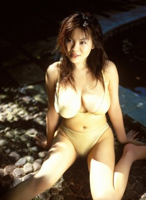 amateur photo Let there be light.......on her titties [Yoko Matsugane]