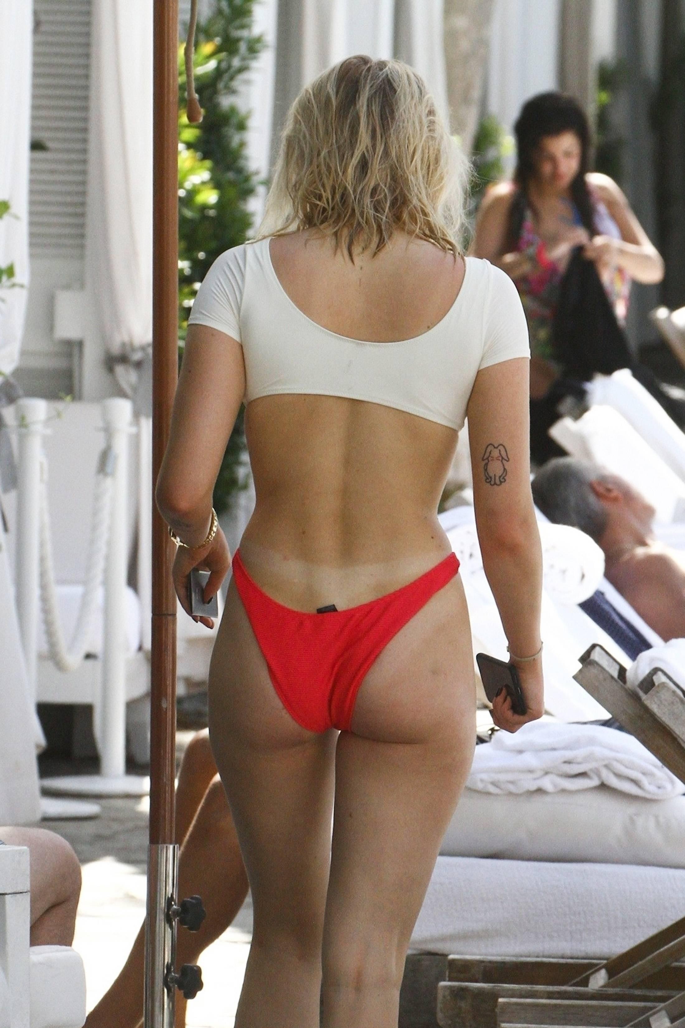 Nudes sophie turner Sophie Turner